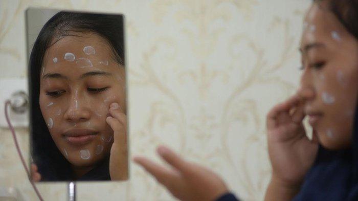 Pakai Masker Bikin Kulit Wajah Belang? Ini Tips dari Dokter Kecantikan