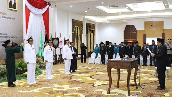 Gubernur Soekarwo Lantik Tiga Penjabat Bupati
