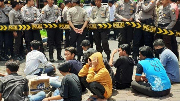 Tuntutan Aktivis FARA yang Demo di DPRD Kabupaten Pamekasan Madura