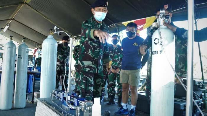 TNI AL Buka Posko Bantuan Pengisian Tabung Oksigen Gratis di Pertokoan Jalajaya Surabaya