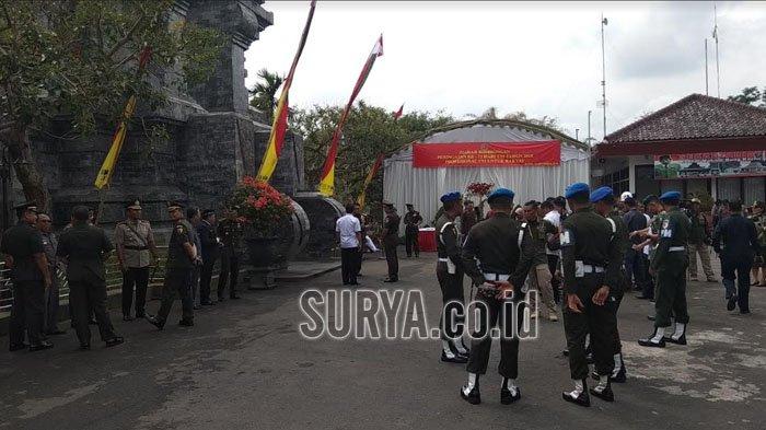 Peringati HUT ke 73 TNI, Marsekal Hadi Tjahjanto Ziarah ke Makam Bung Karno di Blitar