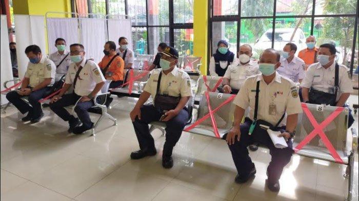 Ratusan Pekerja KAI Daop 7 Madiun Ikuti Vaksinasi Covid-19, Tingkatkan Kepercayaan Masyarakat