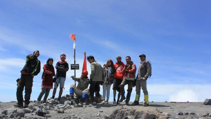 Gunung Semeru Meletus: Jejak Langkah Pendakian ke Puncak Mahameru dan Mengenang Kematian Soe Hok Gie