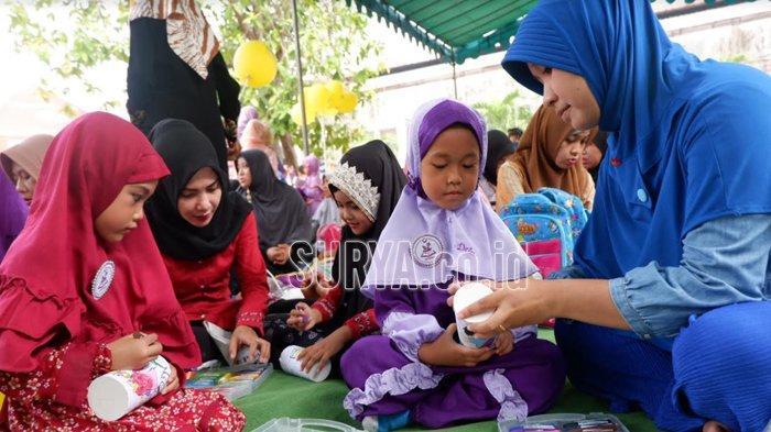 Tk Islam Bhakti 4 Surabaya Isi Hari Pertama Sekolah Dengan Mewarnai Celengan Surya