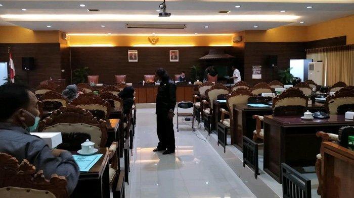 Seharian Ditunggu, Bupati Nganjuk Tidak Hadiri Paripurna LKPJ; Dewan Akan Melapor ke Mendagri