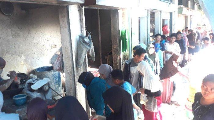Idul Qurban 1440 H- Jasa Giling Daging di Pasar Baru Gresik Kewalahan Layani Pelanggan