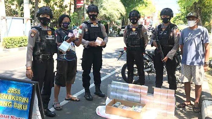 Antisipasi Upal dan Kerawanan Tindak Kriminal, Polisi di Lamongan Patroli Jasa Penukaran Uang Baru