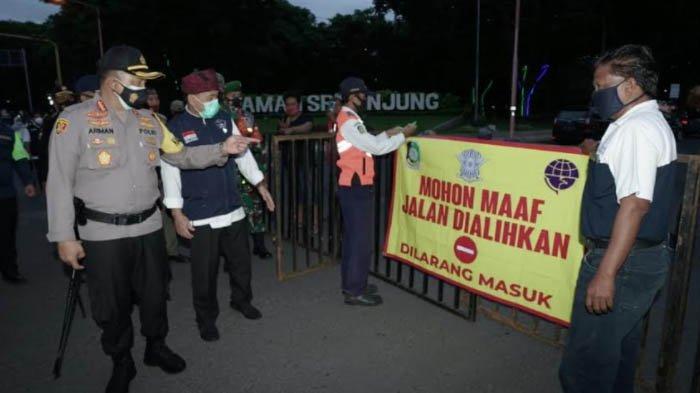 Cegah Kerumunan dan Penerapan Jam Malam, Petugas Polresta Banyuwangi Patroli di Titik Keramaian