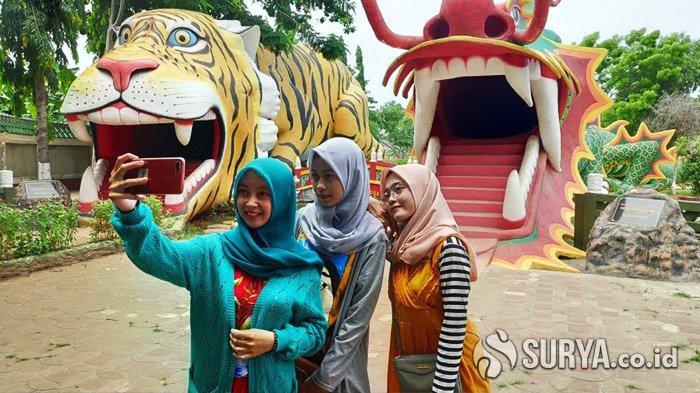 Jelang Imlek, Patung Naga dan Macan di Kelenteng Kwan Sing Bio Tuban Jadi Spot Baru Berswafoto