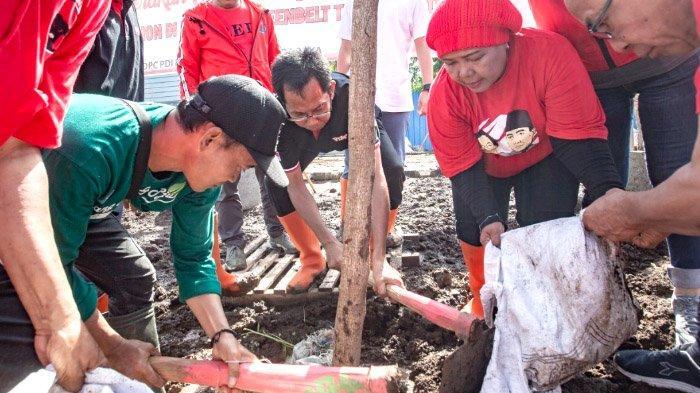 PDIP Surabaya Lakukan Aksi Lingkungan di TPA Benowo Surabaya