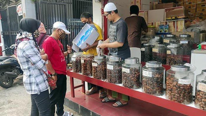 Bulan Ramadan, Penjual Kurma di Embong Arab Kota Malang Panen Rezeki