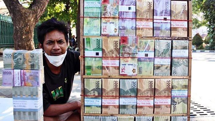 Pedagang Uang Baru Dadakan Sudah Mulai Bermunculan di Kota Surabaya, Di Sini Lokasinya