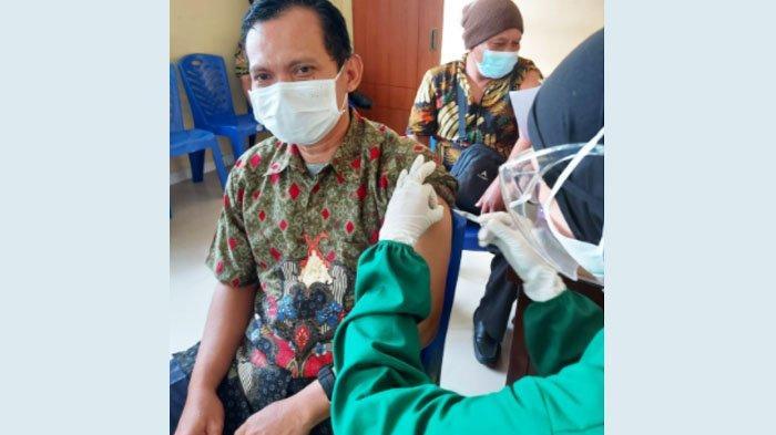 Pegawai Diskominfo Jatim Jalani Vaksinasi Covid-19 Tahap Petama