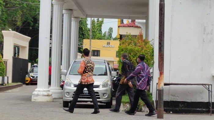 Sekdakab Probolinggo Berlari Hindari Wartawan, 9 Jam Diperiksa KPK atas Kasus Bupati Tantri - pejabat-probolinggo-diperiksa-kpk-lagi1.jpg