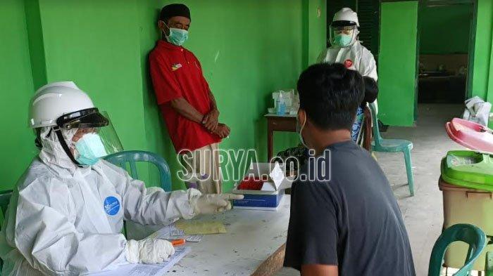 Puluhan Pekerja Migran Asal Kabupaten Kediri Jalani Swab Test di Gedung Isolasi Mandiri