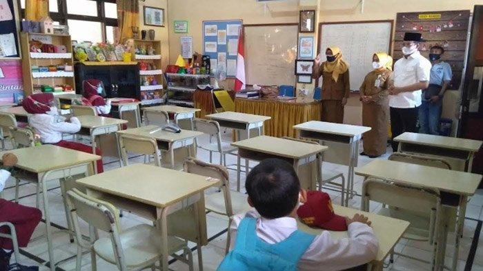 Cerianya Atmosfer Bersekolah Perdana, Siswa SD di Bangkalan Senang Bertemu Teman dan Guru