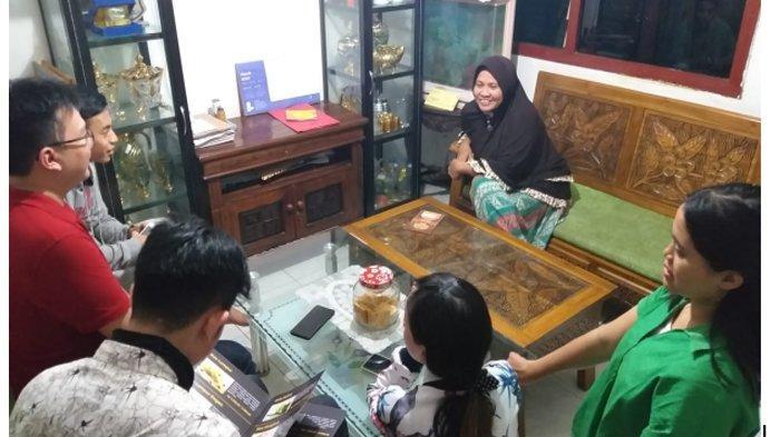 Pelaku UKM di Kampung Kue Didorong dan Dibantu Memanfaatkan Media Sosial Untuk Pemasaran Produk