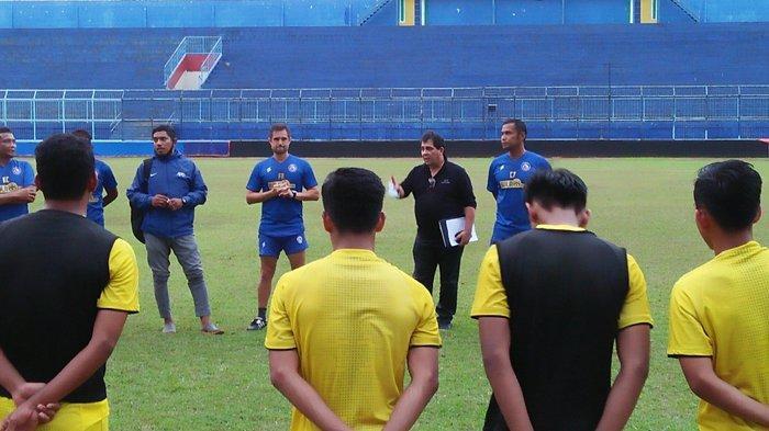 Pelatih Arema FC Gemar Tonton YouTube untuk Cari Tahu Kekuatan Calon Lawan di Liga 1 2020