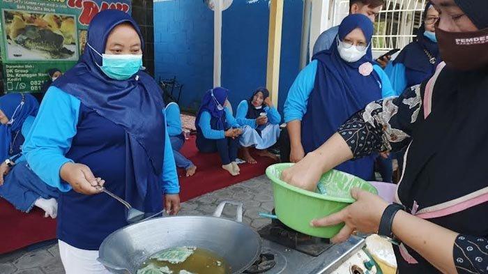 Dihantam Pandemi Covid-19, Ibu-ibu di Kediri Dilatih Agar Bisa Mendapatkan Penghasilan Sendiri