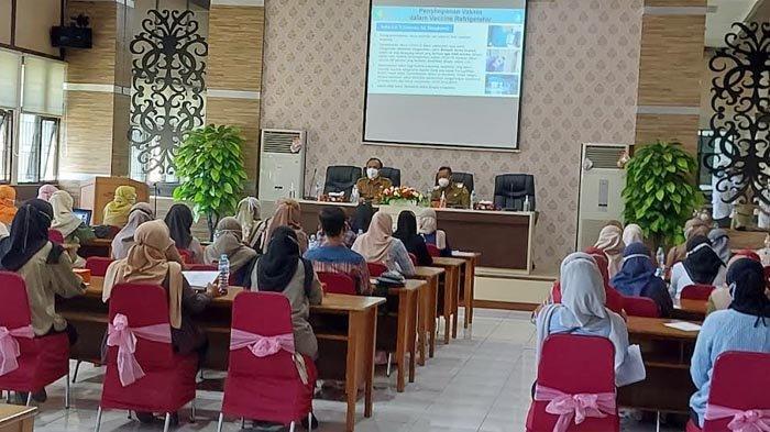 Genjot Vaksinasi Covid-19, Para Relawan Nakes di Gresik Dilatih menjadi Vaksinator