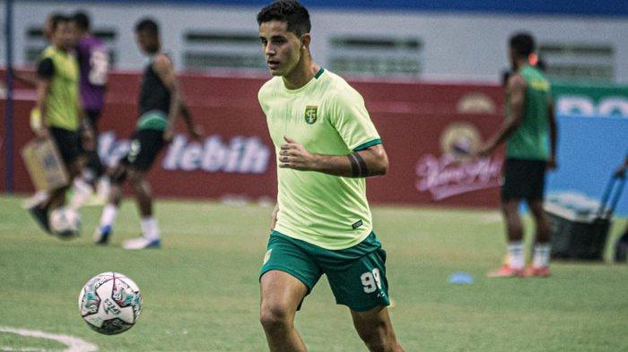 Pemain Asing Persebaya Surabaya Dipuji Aji Santoso Usai Bawa Kemenangan Bajul Ijo di Liga 1 2021