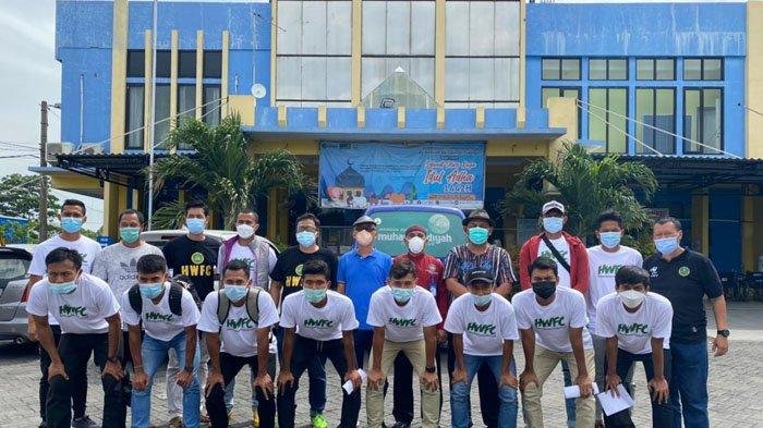 Pemain dan Oficial Hizbul Wathan FC Jalani Vaksinasi di RS Aisyiyah Siti Fatimah Sidoarjo