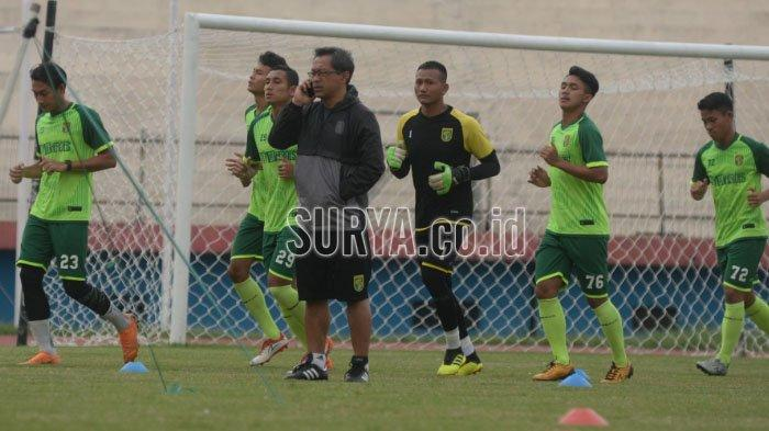 Janji Aji Santoso terhadap Pemain Muda dan Senior Persebaya Surabaya