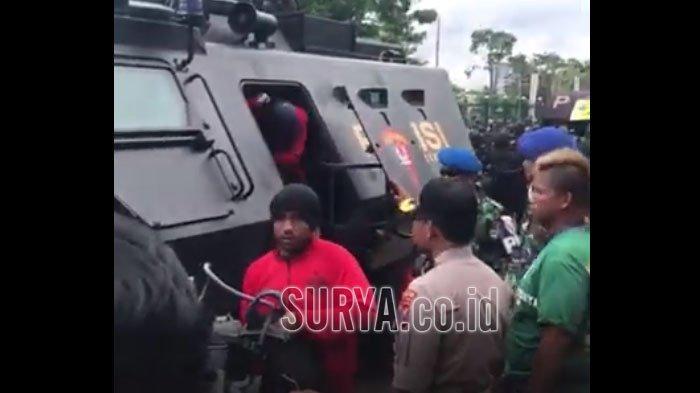 VIDEO - Seperti Ini Ketatnya Pengawalan Pemain Persija Menuju Stadion Gelora Delta Sidoarjo