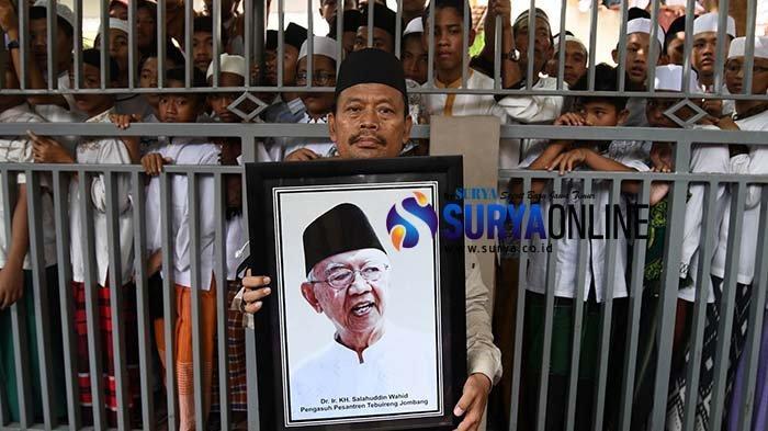 Galeri Foto Prosesi Pemakaman Gus Sholah di PP Tebuireng Jombang, Ulama Kharismatik Pemersatu Bangsa