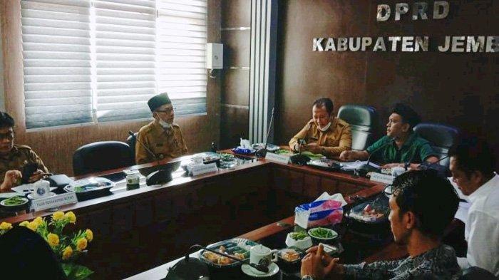 Sebelum DPRD Bahas KUA-PPAS dan APBD Jember 2021, Bupati Hendy Angkat Puluhan Plt Kepala Dinas
