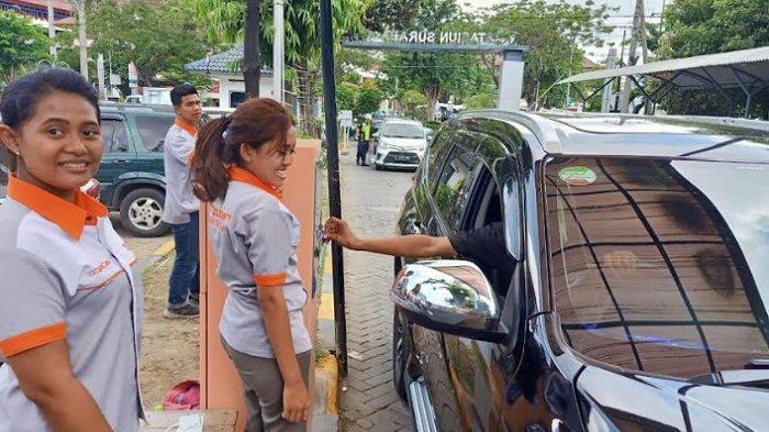 Bayar Parkir Mobil di Stasiun Gubeng Kini Hanya Bisa Pakai Uang Elektronik