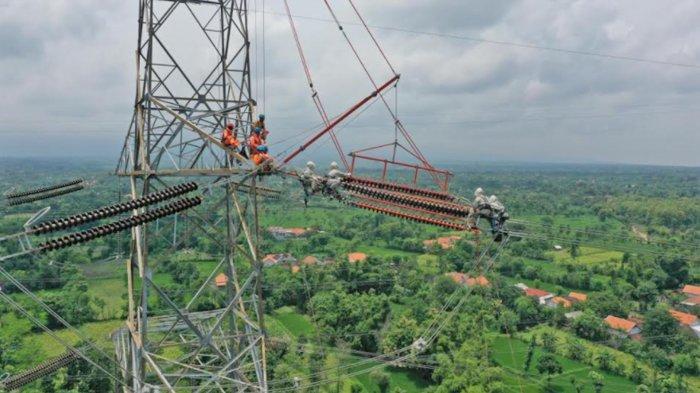 PLN Lakukan Pemeliharaan Jaringan Listrik Transmisi 500 kV Tanpa Lakukan Pemadaman