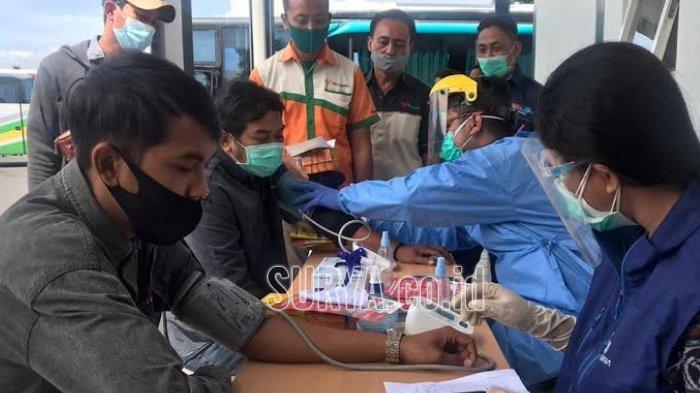 Jelang Libur Natal dan Tahun Baru, Sopir Bus di Terminal Arjosari Kota Malang Diperiksa Kesehatannya