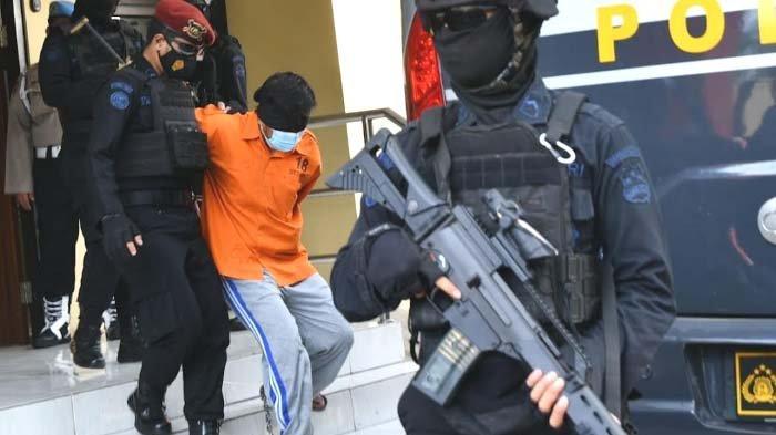 Polisi Sebut 11 Terduga Teroris di Jatim  Dibawa ke Jakarta adalah Anggota Jaringan Jamaah Islamiyah