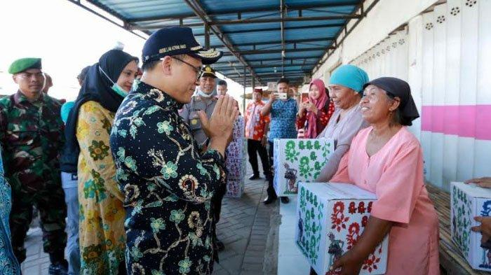 Banyuwangi Salurkan Paket Sembako, Jaring Pengaman Ekonomi Warga Berpendapatan Harian