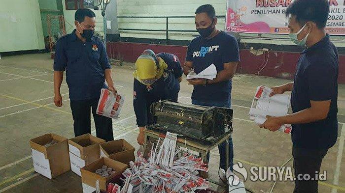 KPU Kabupaten Mojokerto Musnahkan 3.649 Lembar Surat Suara Rusak Pakai Mesin Penghancur