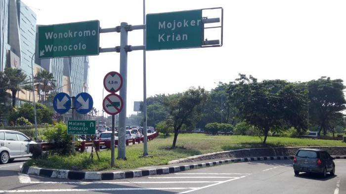 Penanda Jalan Sekitar Bundaran Waru Tak Terawat