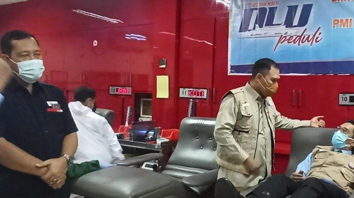 Rangkaian HUT, Karyawan dan Karyawati PT DLU Bakti Sosial Donor Darah di PMI Surabaya