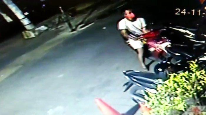 Terekam CCTV, Aksi Maling Helm di Sejumlah Lokasi Kota Surabaya, Ada Cewek yang Ikut Nyuri