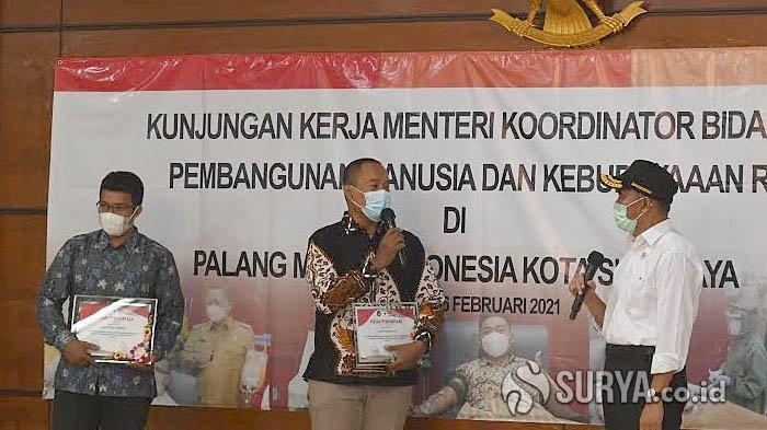Sepuluh Kali Donor Plasma, Dua Warga Surabaya Mendapat Apresiasi dari Menko PMK Muhadjir Effendy