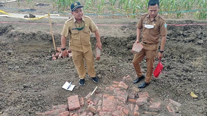 Temuan Struktur Batu Bata Merah Kuno di Lamongan, Lokasi Sebelah Selatan Makam Mbah Piyak