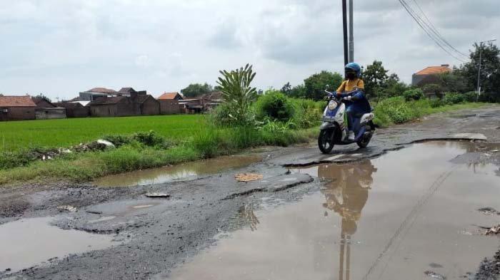 Dewan Desak Pemkab Sidoarjo segera Perbaiki Jalan Rusak, Dinas PUBMSDA Diminta Tak Banyak Alasan