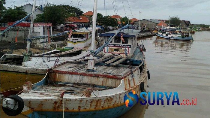 Pendangkalan Sungai Pelabuhan Tanglok Sampang Hambat Kapal Penumpang