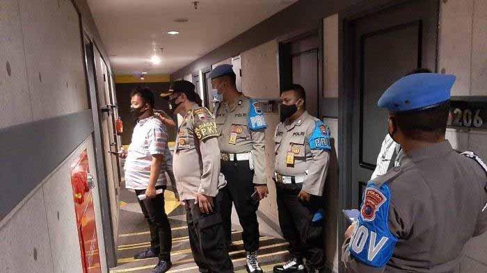 Anggota kepolisian Polsek Margoyoso Polres Pati menggrebek pasangan anggota selingkuh di hotel, belum lama ini.