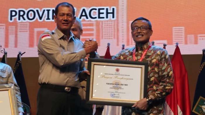 Jatim Raih Penghargaan BNPB Tahun 2019, Khofifah: Hasil Gotong Royong Tanggulangi Bencana