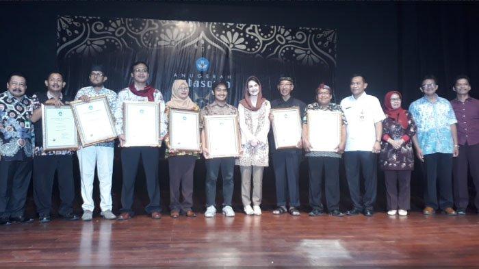 Raih Anugerah Sutasoma, Rabo Sore Wakili Komunitas Anak Muda Surabaya Peduli Sastra