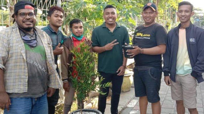 Lewat Penghijauan, Nelayan Kampung Cumpat Diajak Lebih Perhatikan Kondisi Lingkungan Sekitar Rumah