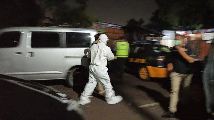 Mobil Ambulans yang Tengah Mengangkut Pasien Covid-19 Diamuk Massa, Gegara Tersesat di Permukiman