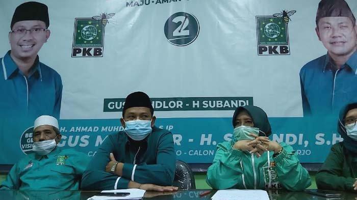 Pengurus DPC PKB Sidoarjo saat menggelar konferensi pers terkait hasil penghitungan cepat dalam Pilkada Sidoarjo 2020.