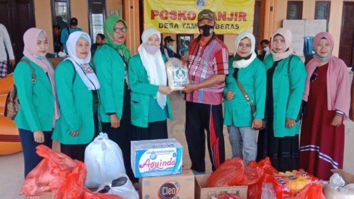 Bantuan Sembako dan Pakaian untuk Korban Banjir Kali Lamong di Kabupaten Gresik
